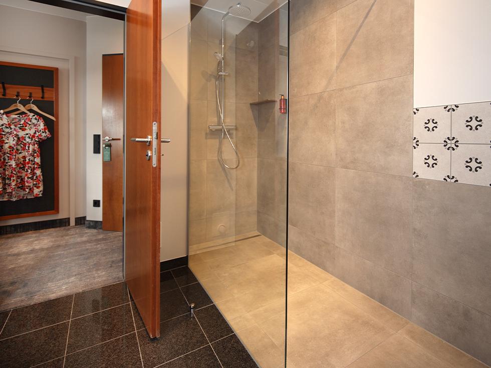 Doppelzimmer-Panorama-2-Badezimmer