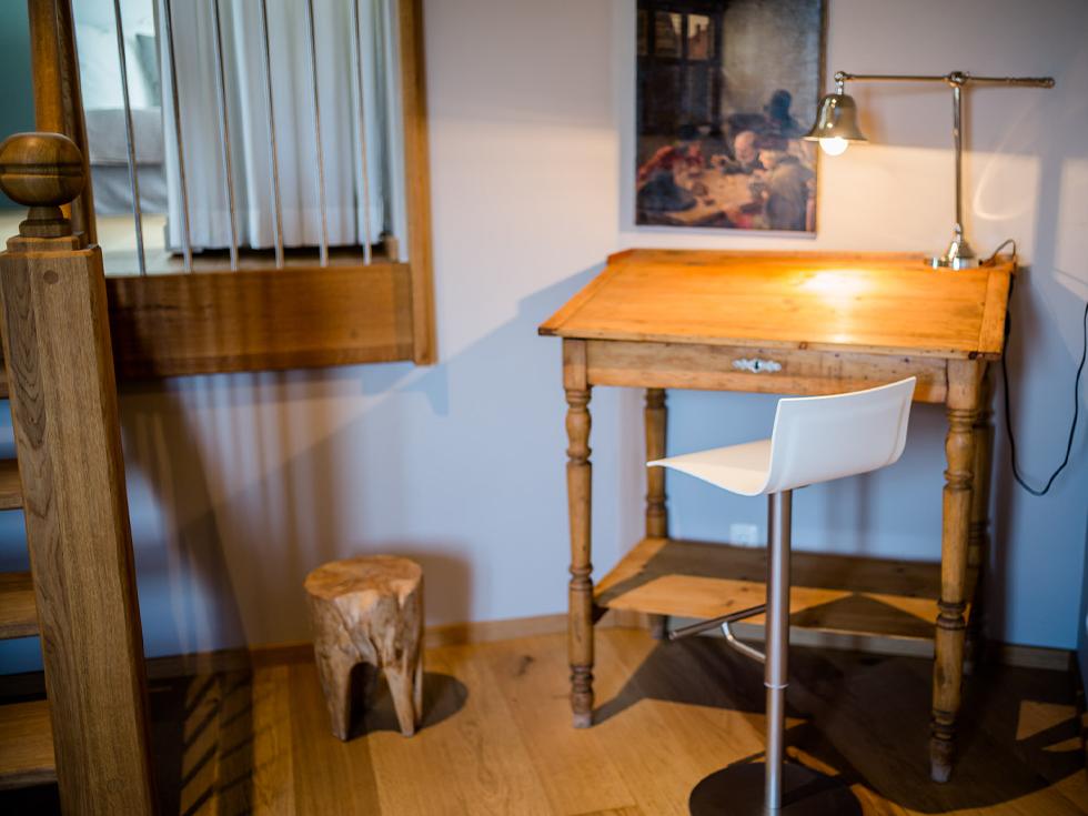Turmsuite-Schreibtisch